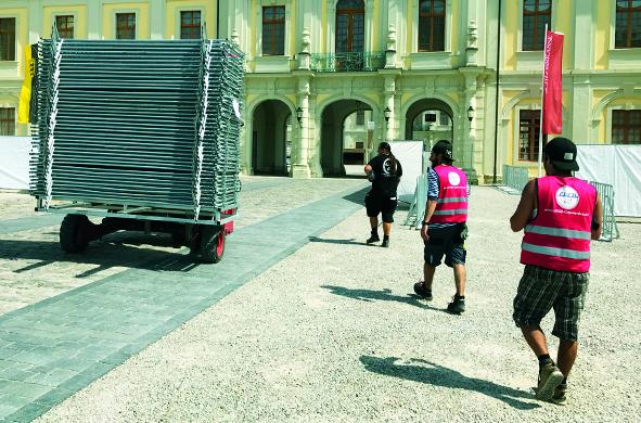 Schloss Ludwigsburg Absperrung Mannesmanngitter Konzert Veranstaltung Stagehand Personalservice Personal Veranstaltungshelfer