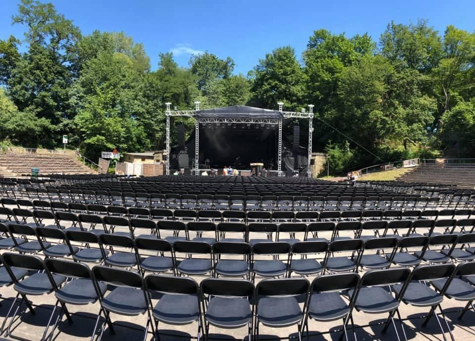 Absperrung Mannesmanngitter Sparda Welt Freilichtbühne Killesberg Bestuhlung Veranstaltung Konzert Event Stagehand Klappstuhl Stuhl