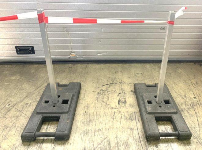 Absperrung Autokino Parkplatzmarkierung Verkehrsleitfüße