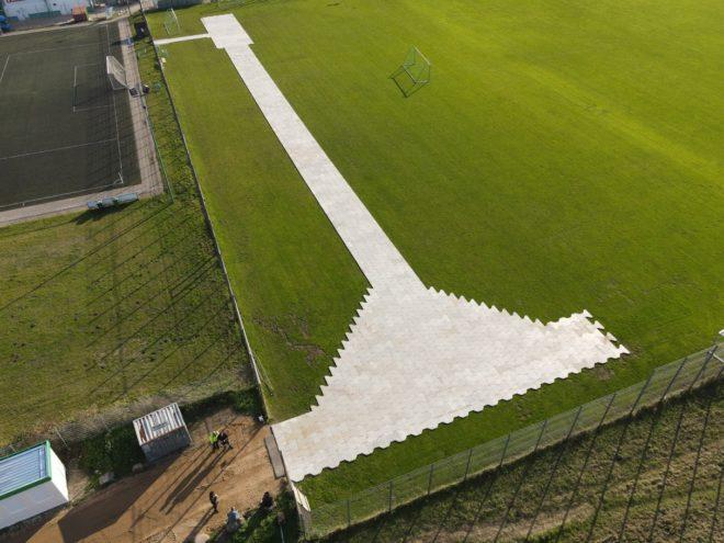 Stadionboden-Bodenschutz-rasenschutz-I-Trac-Schwerlastboden-Bodenschutzsysteme-LOCO-Veranstaltungsservice-konzert-bodenschutz-event-stadtion-veranstaltung