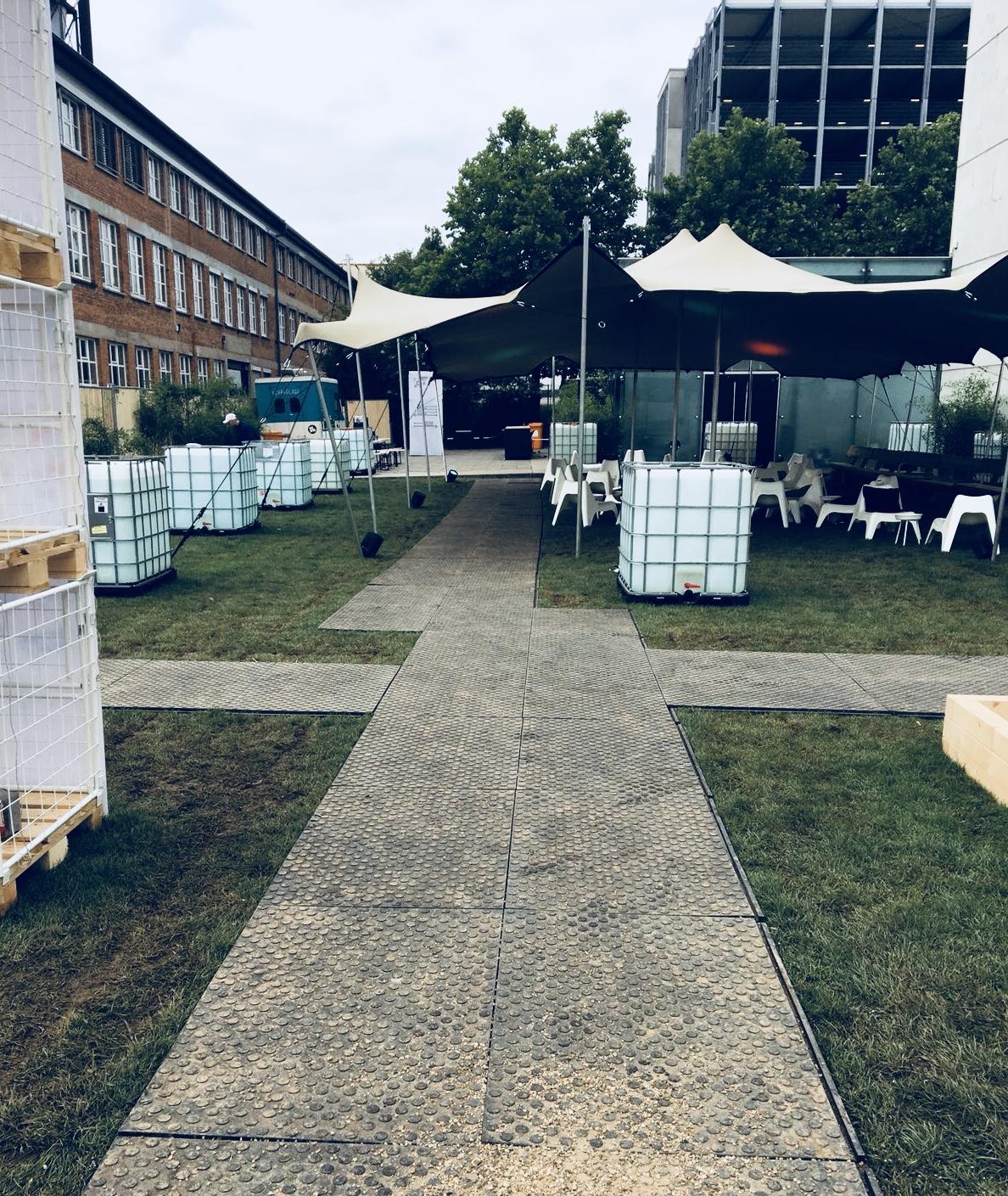 bodenschutz-rasenschutz-remopla-stuttgart-stadtion-vfb-aufbau-abbau-stagehand-schutz-temporaerebodenschutz-veranstaltung-event-konzert-festival-sommer-mhpfesival